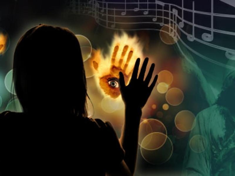 Возможны слуховые и зрительные галлюцинации