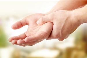 Тремор конечностей - почему дрожат руки