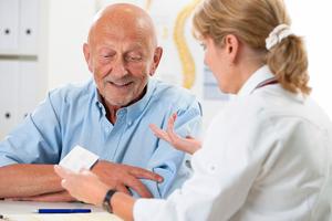 Афазия имеет различные причины появления, поэтому лечение пациенту надо назначать индивидуально