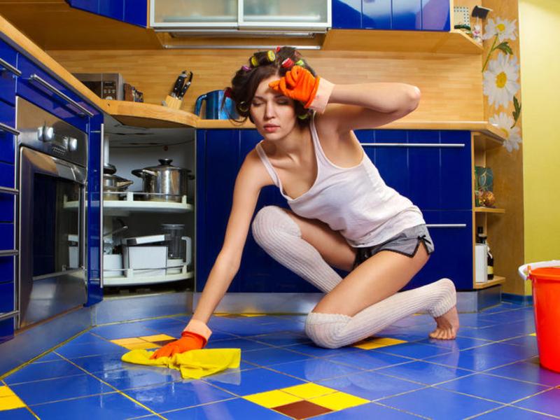 Домашняя работа считается женской обязанностью