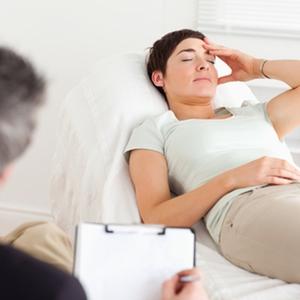 Психотерапевт поможет справиться с заболеванием