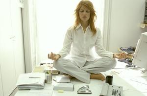 Неврастения - это расстройство нервной системы, выражающееся в повышенной утомляемости, раздражительности, головных болях и т. п.